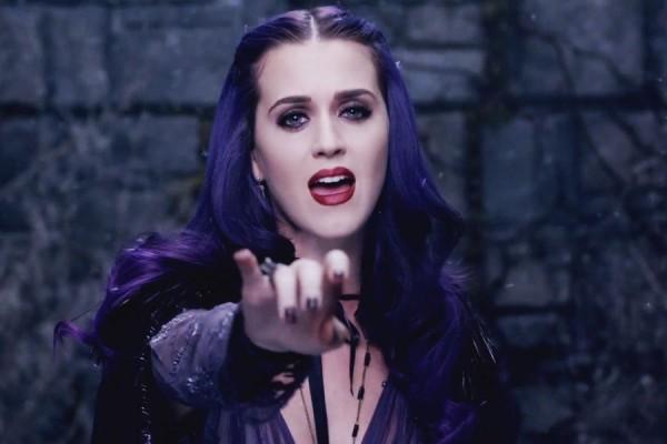 Katy-Perry-Wide-Awake-900-600-600x400